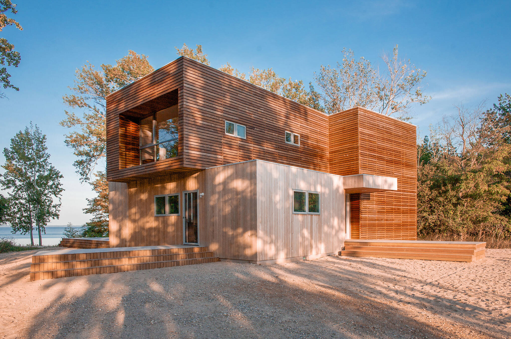 Sustainable lake house project with a LEED-gold certification in Omena, Michigan designed by the architecture studio Danny Forster & Architecture