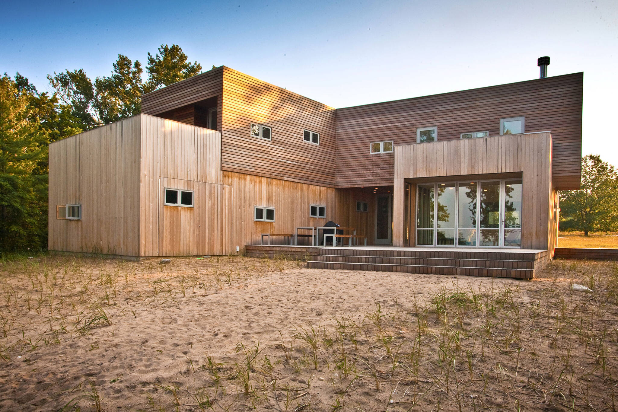 Wooden cladding facade of the sustainable lake house project in Omena, Michigan designed by the architecture studio Danny Forster & Architecture
