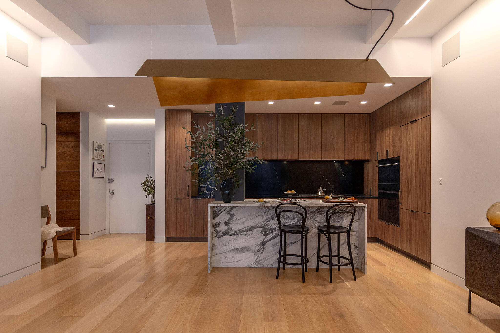 Dining room and open kitchen of the Loft renovation project in Chelsea, New York City designed by the architecture studio Danny Forster & Architecture